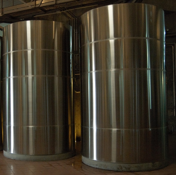 Mendoza: stainless steel tanks